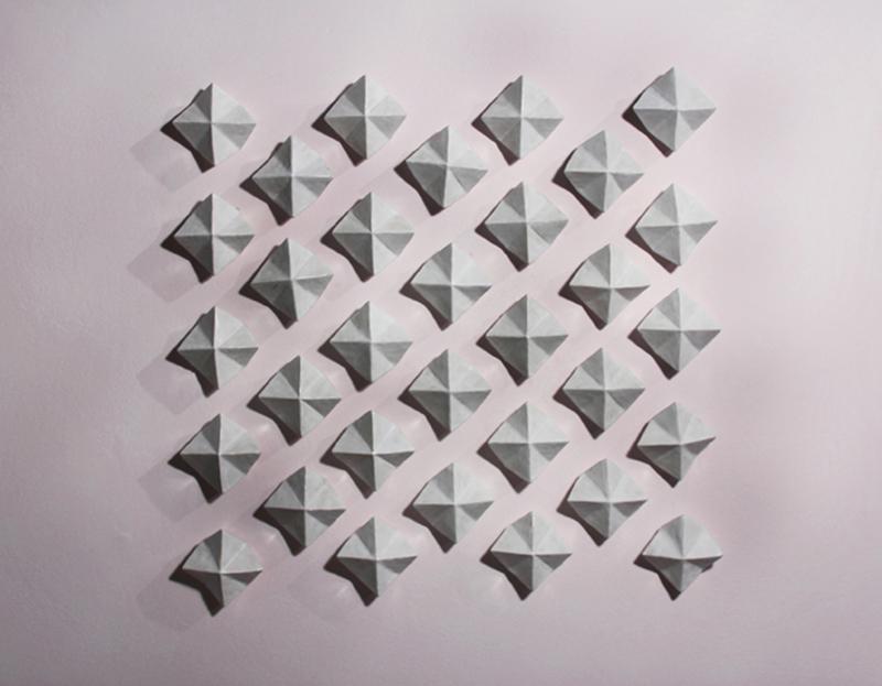 32 prismas cerrados - constanza hermosilla
